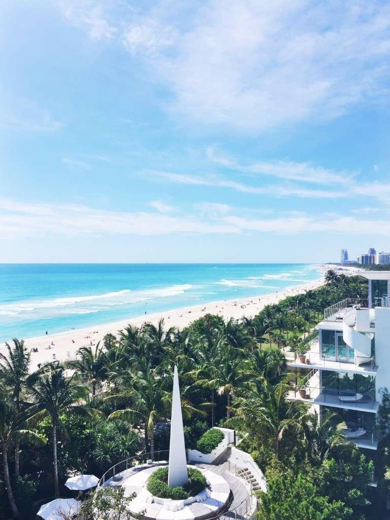 Turquois Water in Miami on Rhyme & Reason Fashion Blog
