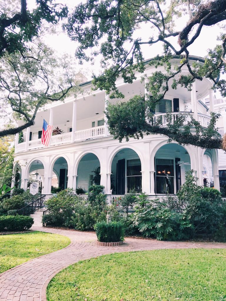 Sunday in Charleston on my Weekend Reads via Rhyme & Reason