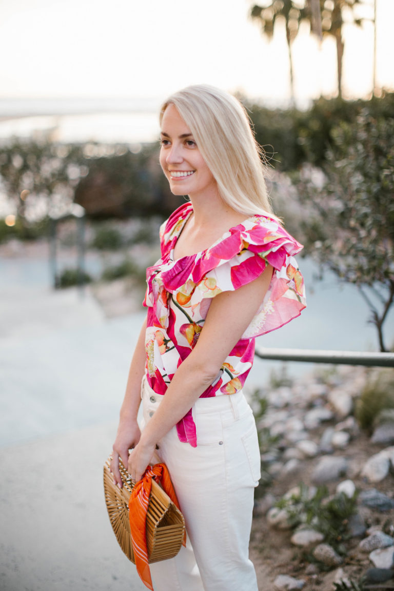 Tips for styling white jeans with bold floral prints // Rhyme & Reason