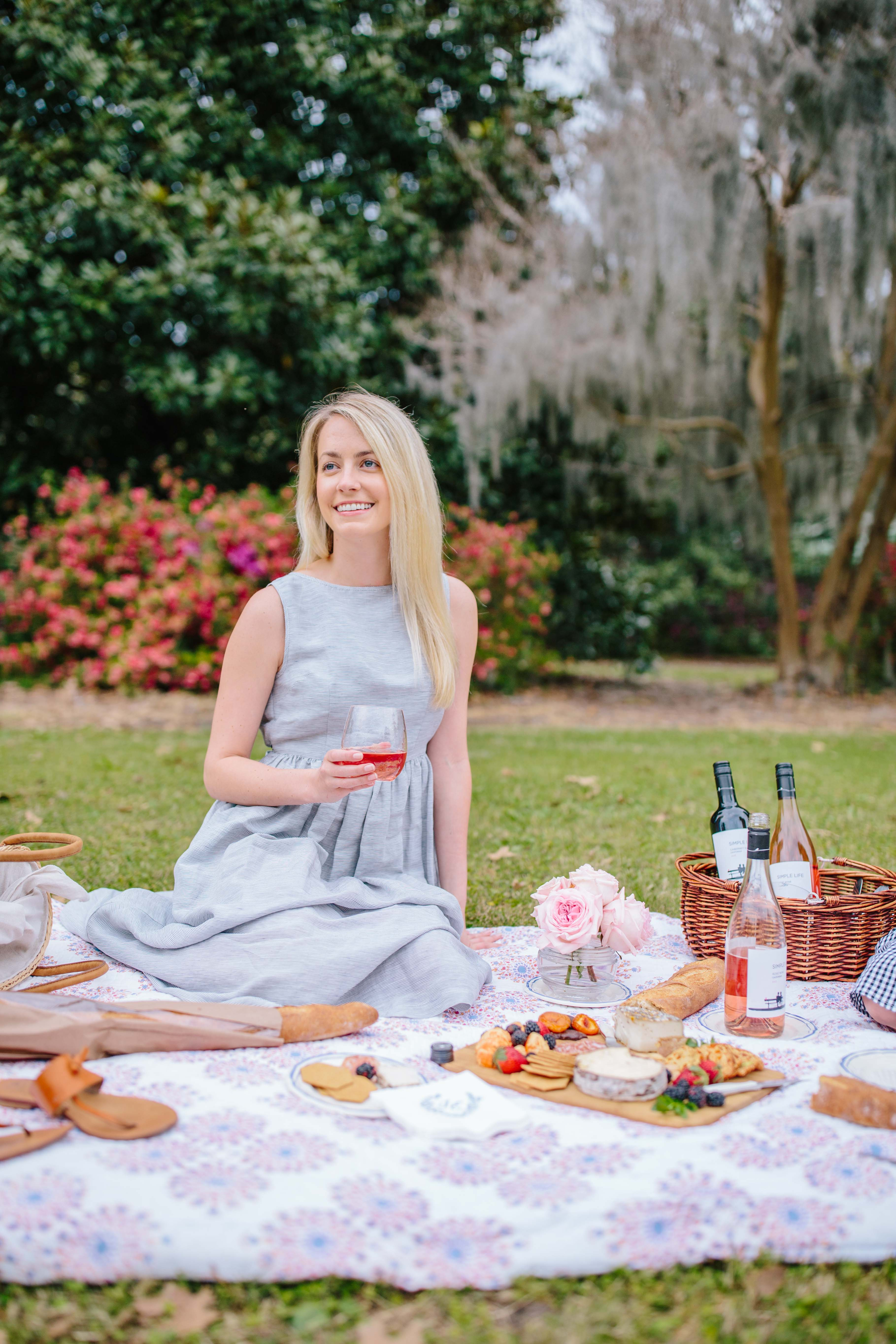 Tips for hosting a picnic in the park for spring // Rhyme & Reason