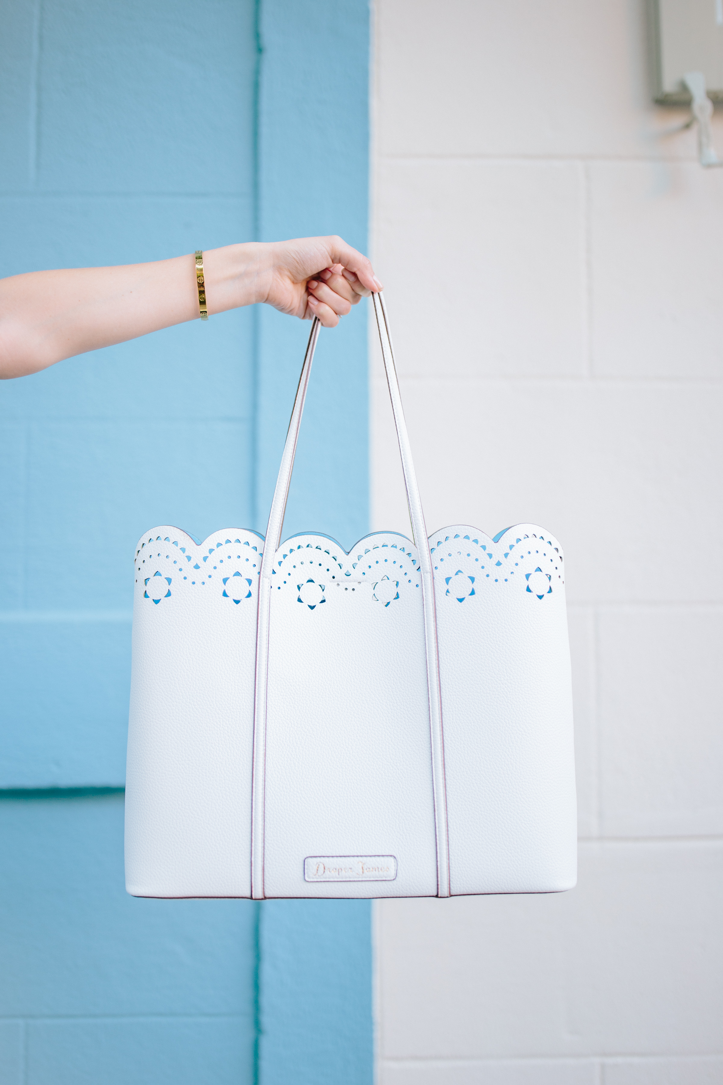 The cutest Draper James bag of the season: a blue and white scalloped versatile tote bag // Rhyme & Reason