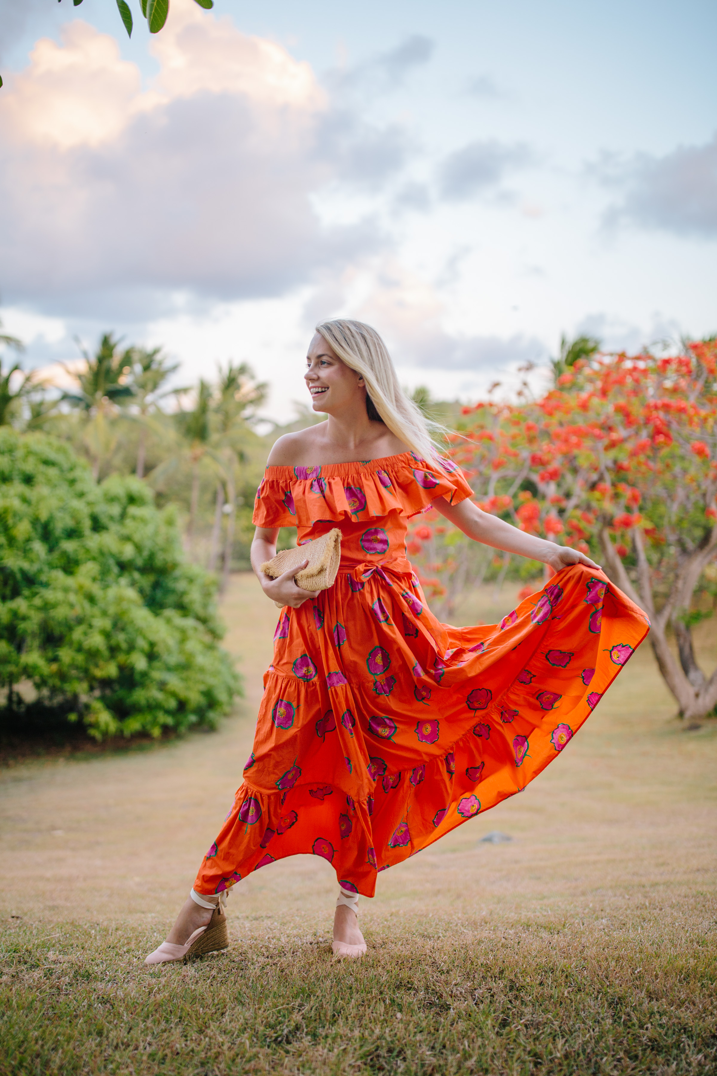 Bright tangerine and orange dresses to wear for summer and on summer vacations // Rhyme & Reason