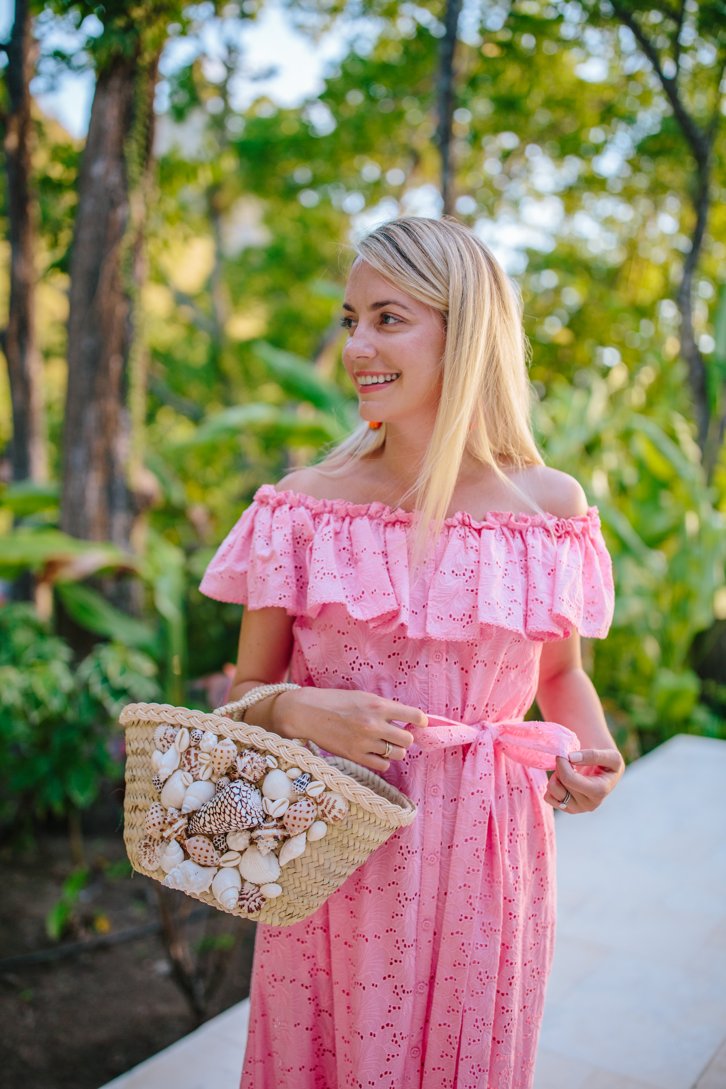 the IT bag of summer: the Click Product to Zoom Rebecca De Ravenel seashell bag // Rhyme & Reason
