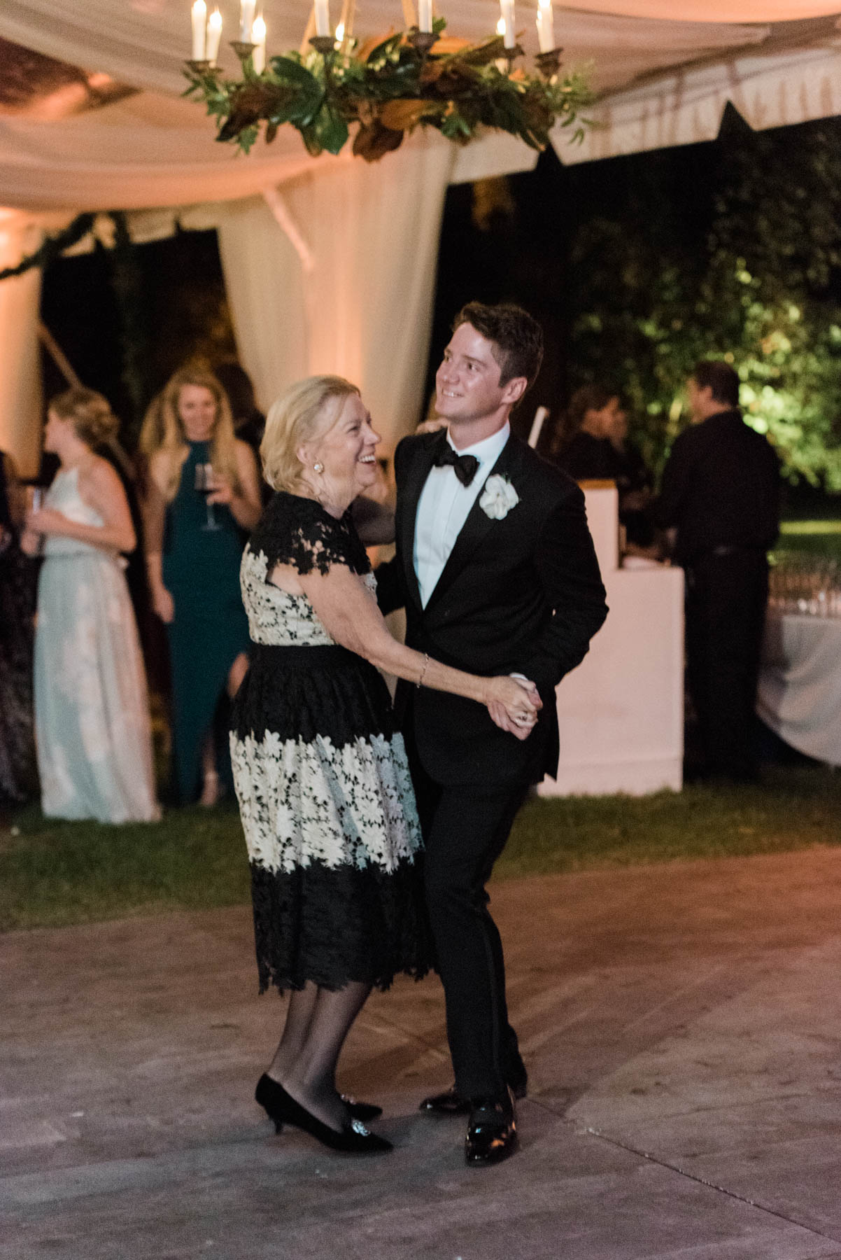 The best mother of the groom dance songs for weddings // Rhyme & Reason