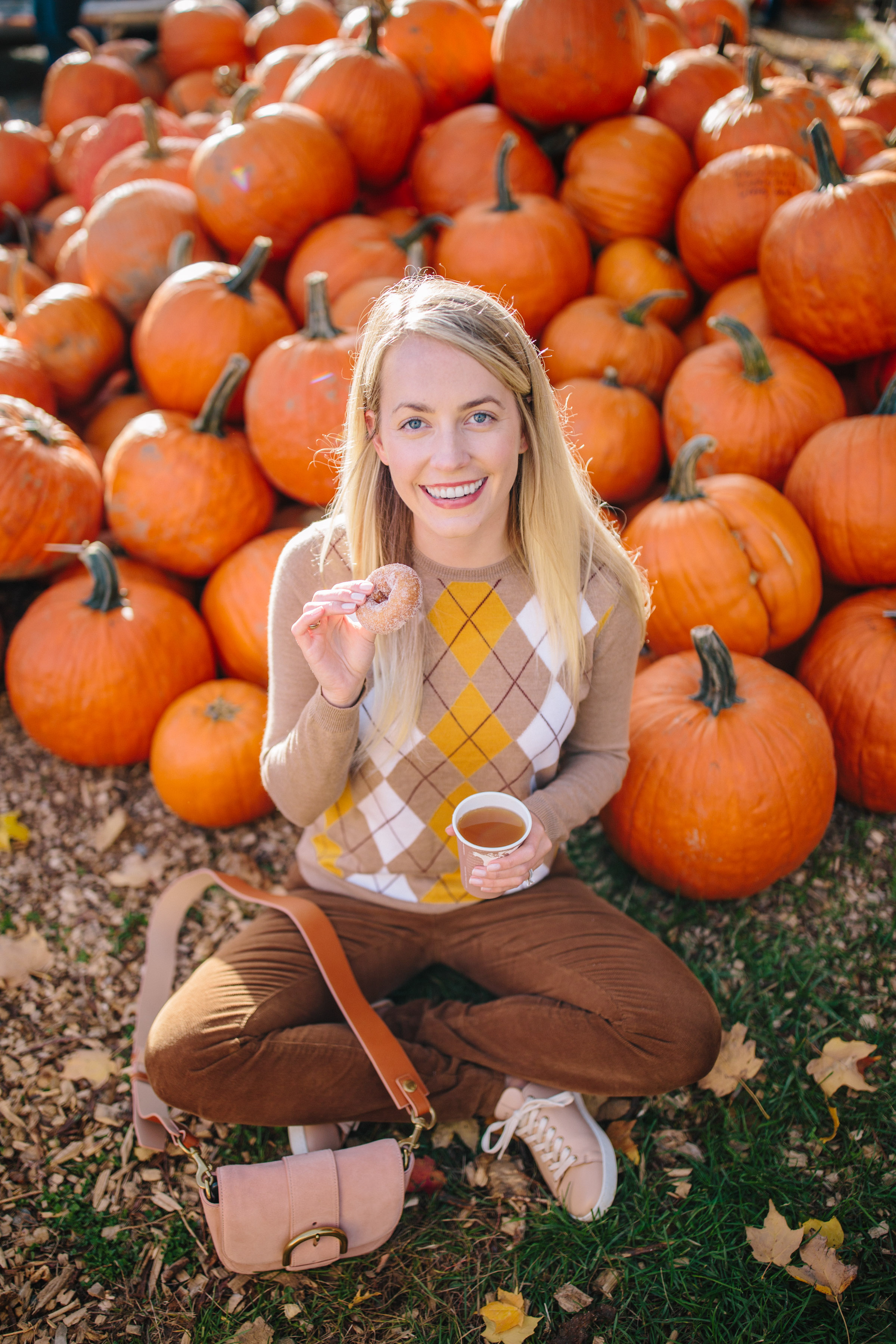 Fall date ideas: a visit to the pumpkin patch // Rhyme & Reason