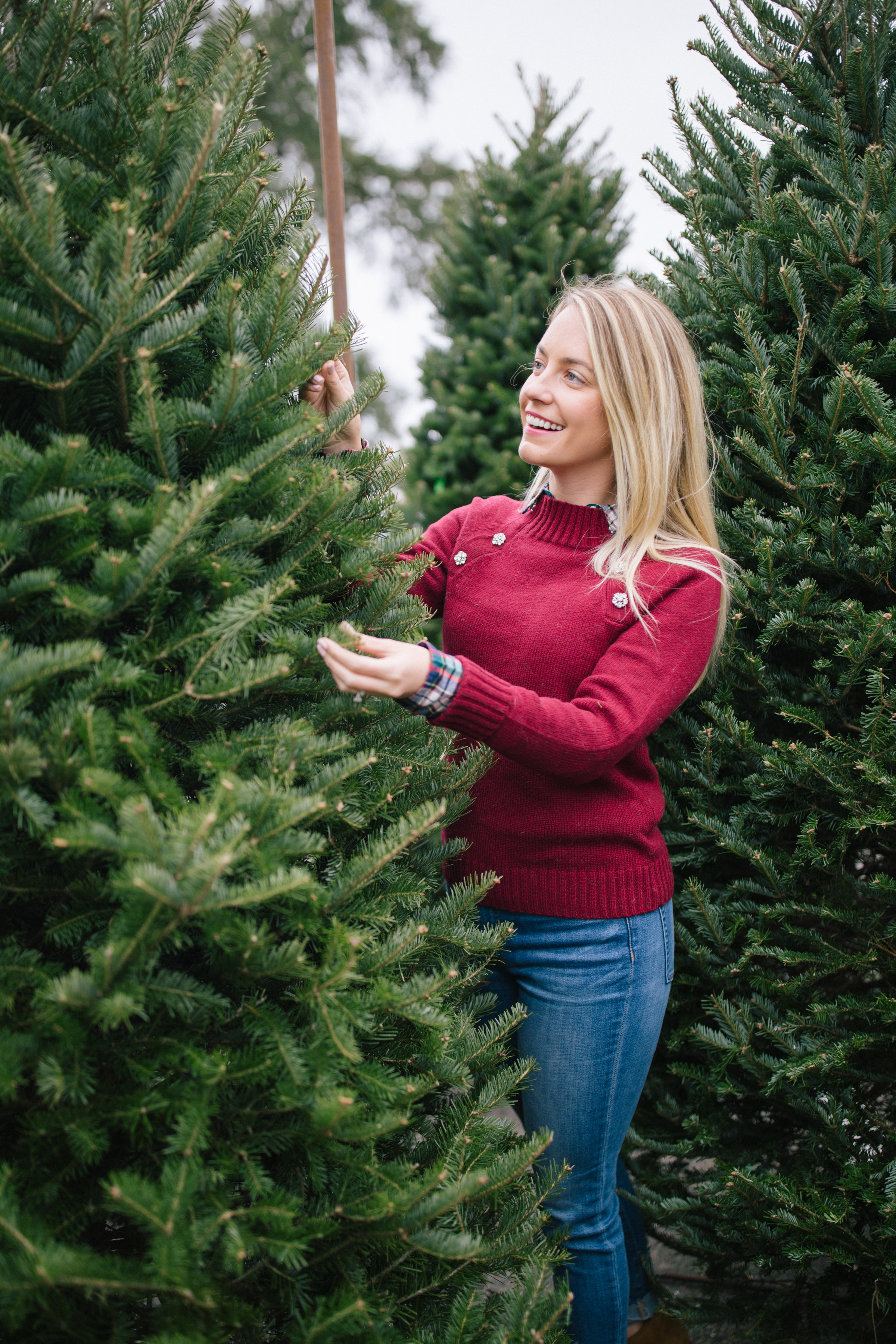 Easy holiday outfits with jeans to wear this season // Rhyme & Reason
