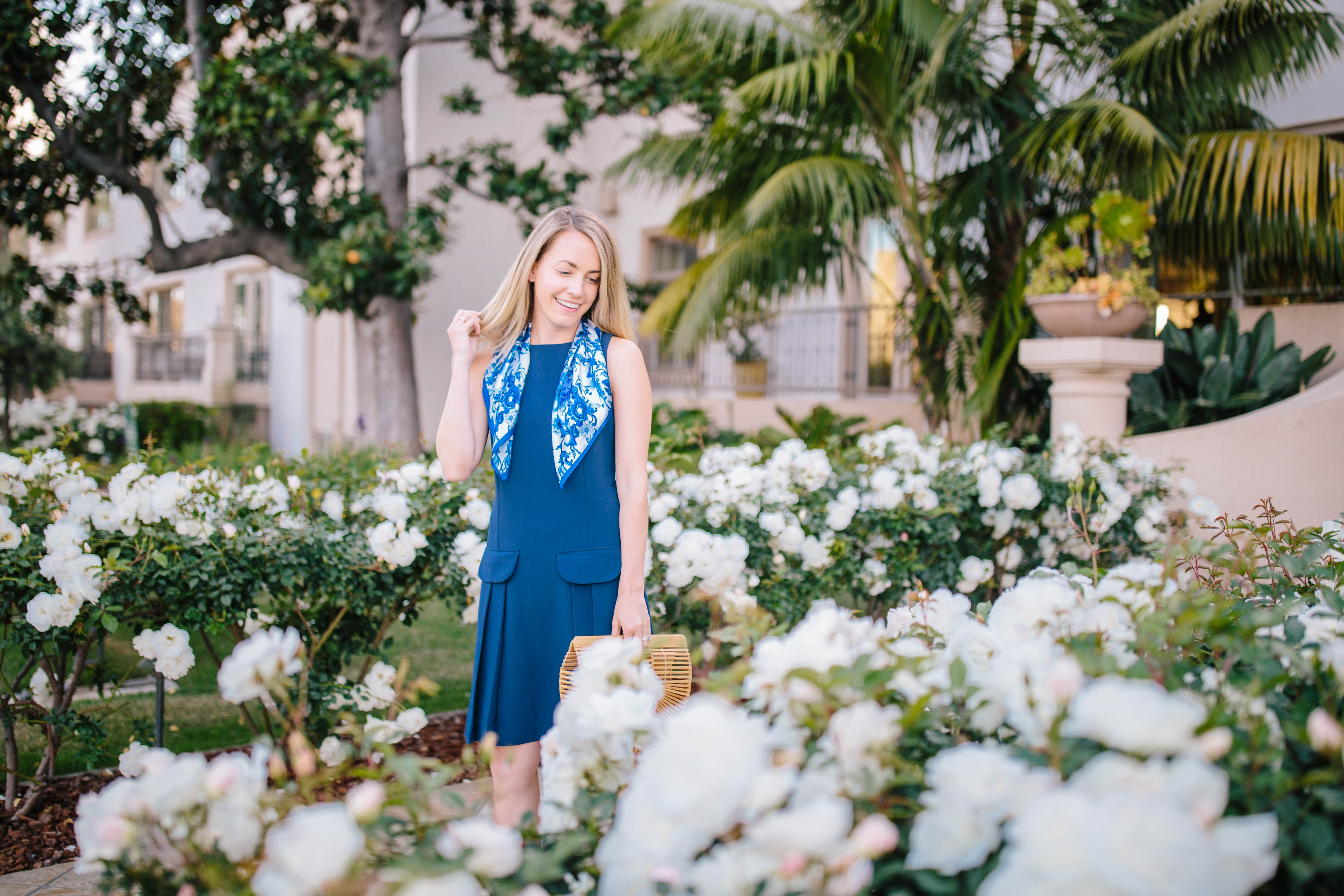 The cutest navy dresses for spring and summer vacations + where to shop vacation ready dresses now | Rhyme & Reason