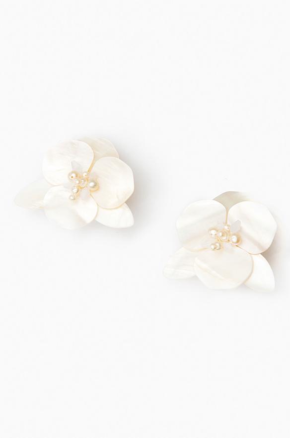 Resort Wear Finds Under $100: White Peony Earrings | Rhyme & Reason